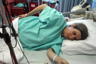 Having a contraction in the delivery room